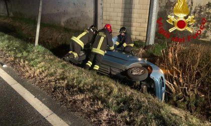 Auto nel fosso a Livorno Ferraris