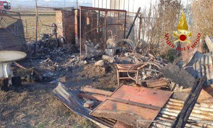 Incendio nel capanno attrezzi: gravi danni