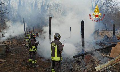 Gattinara: capannoni in fiamme in via Claudio