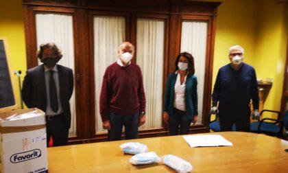 Consegna di mascherine per i medici