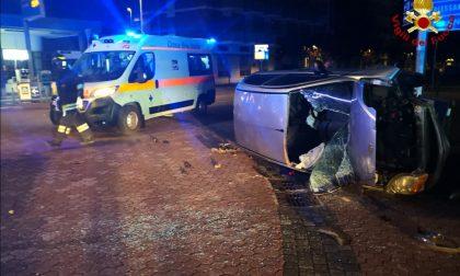 Incidente a Vercelli: auto rovesciata feriti in ospedale