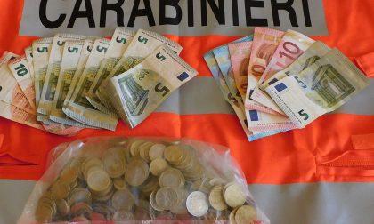 Rubano 300 euro in un bar: presi subito dai carabinieri