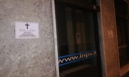 Casa Pound: manifesti da morto anche alla sede Inps di Vercelli