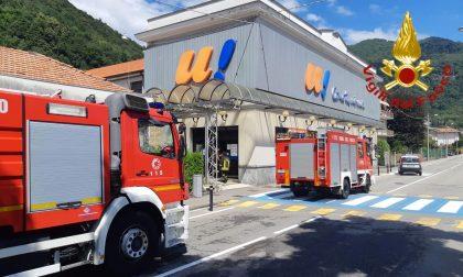 A fuoco frigorifero nel supermercato: provvidenziale intervento dei Vigili del fuoco