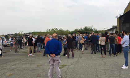Un folla commossa per l'ultimo saluto a Tonino Greppi e Roberto Savio
