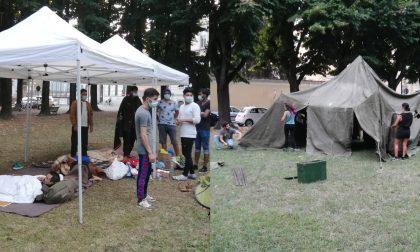 Camping Mazzini: i gazebo della vergogna e la tenda del volontariato