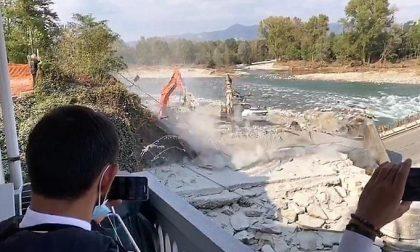 Romagnano: demolito il ponte di cemento armato