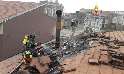 Incendio di un tetto a Vercelli