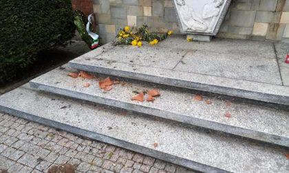 Santhià: atto vandalico al Monumento dei Caduti e del Lavoro