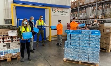 Amazon dona mezzo milione di pasti al Banco Alimentare