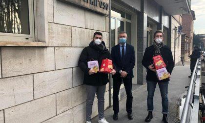 Dai giovani di Forza Italia panettoni alla Casa di Riposo