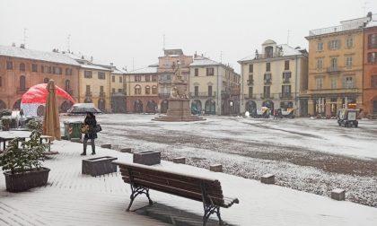 Neve in città: qualche mezzo già in azione