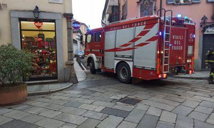Vigili del fuoco in azione in centro