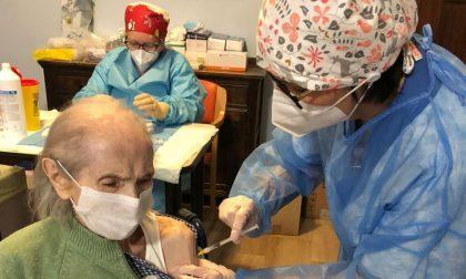 Rsa Albano: vaccinata anche nonna Teresa di 99 anni
