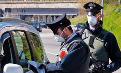 """Si fanno una """"canna"""" in zona rossa: 400 euro di multa"""