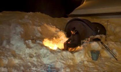 Dopo le Maldive di Milano, il video dalla notte in un igloo a -10