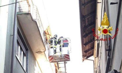 Borgosesia: via Ferro chiusa per cornicione pericolante