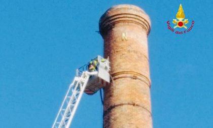 Gattinara, ciminiera pericolante: intervento dei Vigili del Fuoco