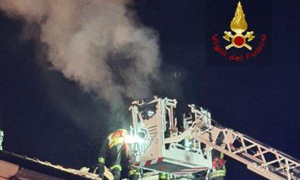 Incendio camino ad Arborio in serata