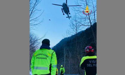 Cade una frana: soccorritori in azione