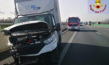Schianto auto-furgone sulla A4 a Greggio
