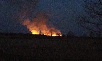 Incendio in atto tra Tricerro e Trino