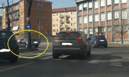 Corso Abbiate – Via Trino: la svolta obbligatoria che pochi rispettano