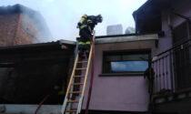 Gattinara: in fiamme edificio disabitato nel centro storico