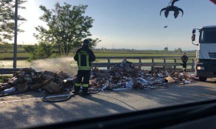 Incendio in un autocompattatore sulla Sp 455