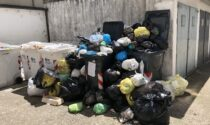 Condominio di Piazza Sardegna sommerso dai rifiuti