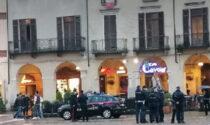 Assembramento piazza Cavour: calci e pugni contro un'agente di Polizia, arrestata una donna