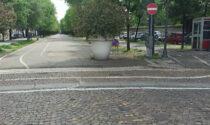 Piazza Roma: la pista ciclabile è sbagliata e le basi delle aiuole sono già arrugginite