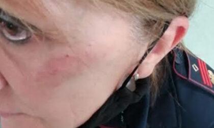 Poliziotta aggredita: libera la donna che la prese a calci perché le aveva interrotto l'happy hour