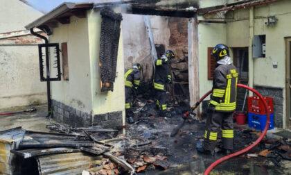 Garage in fiamme a Trino
