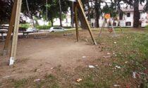 Rione Cappuccini: sporcizia e panchine rotte al parco giochi