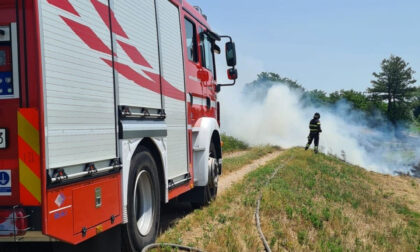Quinto Vercellese: sterpaglie in fiamme