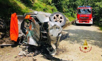 Un 50enne muore nell'auto accartocciata dopo un tragico volo