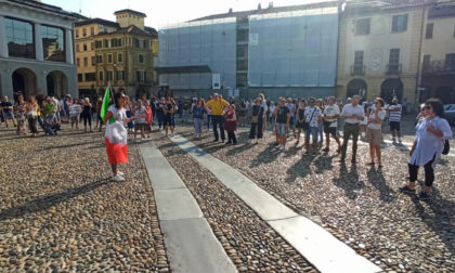 Alcune decine in Piazza Cavour per protestare contro il Green Pass