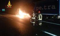 Autoarticolato in fiamme sull'A4 tra Rondissone e Borgo d'Ale