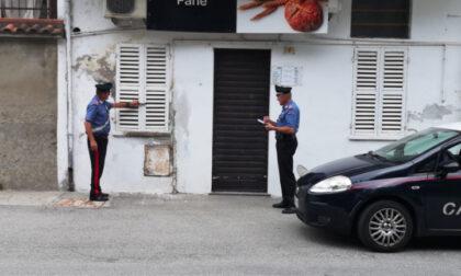 Denunciati cinque giovani per furto in un negozio di alimentari