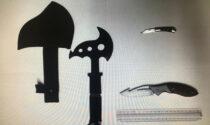 """Denunciato 24enne: nello zaino aveva un'ascia tipo """"Tomahawk"""""""