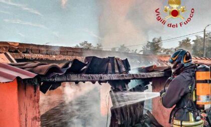 Legnaia distrutta dalle fiamme provvidenziali i Vigili del Fuoco