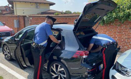 Ruba casco e documenti a un 16enne ma finisce denunciato dai carabinieri