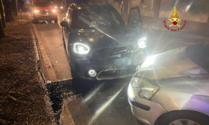 Scontro in città: tre auto coinvolte, una persona in ospedale