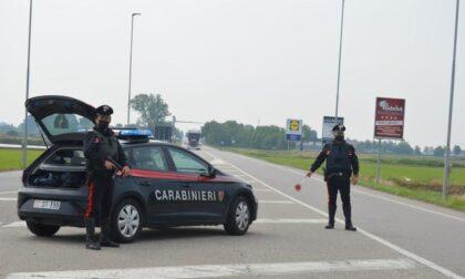Scappa all'alt dei Carabinieri, perde il controllo dell'auto: 22enne arrestato, aveva anche un coltello