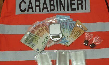 Un pusher 18enne preso con droga e 520 euro in tasca