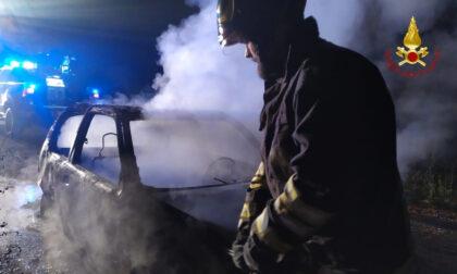 Auto in fiamme a Saluggia nella serata di venerdì